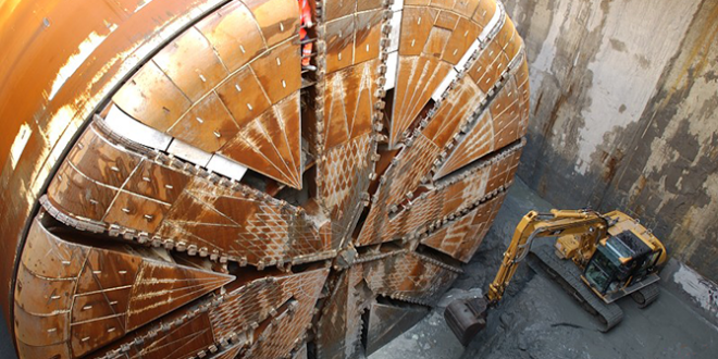 Slurry tunnel boring machines
